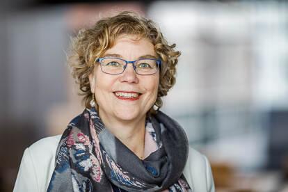 Professor M.E.H. (Mirjam) van Reisen